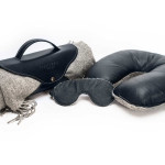 Flight kit. Blanket holder, pillow and mask in leather cashmere or leather silk combination.